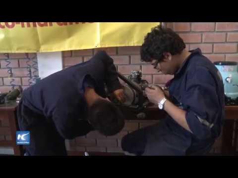 Universitarios peruanos alistan motor con mínimo de combustible