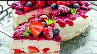 Бисквит со сливочным желе и ягодами