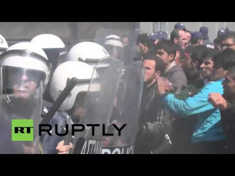Greece: Police clash with Idomeni refugees as protests continue