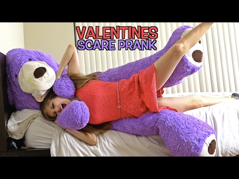 GIANT TEDDY BEAR SCARE PRANK ON GIRLFRIEND! (VALENTINES PRANK)