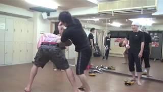 日本で一番実践的なナイフ護身術!基本:ディフェンス&カウンターの仕方! thumbnail