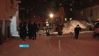 Первый заместитель мэра Уфы показал, как нужно чистить снег в городе