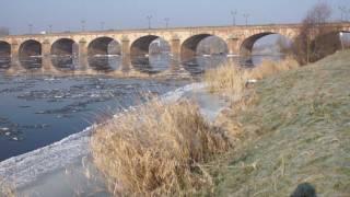 Moulins l'allier gelé au pont Régemortes en fév2012.MTS