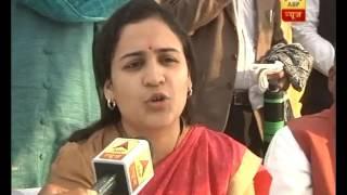 Jan Man: When Aparna Yadav touched Akhilesh Yadav