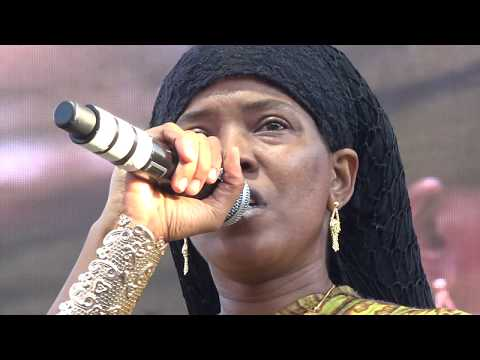 Dezarie 'Jah Know Whats Better' with Ron Benjamin Reggae on the River Aug 6 2017