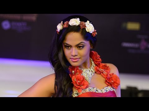 Karthika Nair walks the ramp for Shivali Singh at CIFW 2014 Day 3