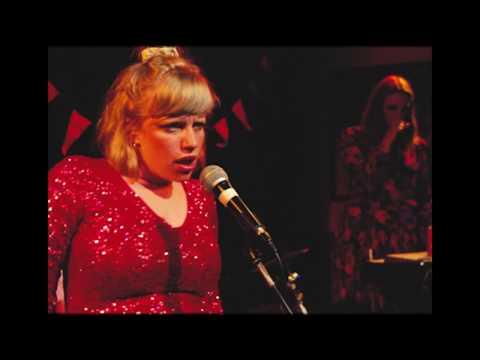 Katinka - Vi Er Ikke Kønne Nok Til At Danse (Officiel video)