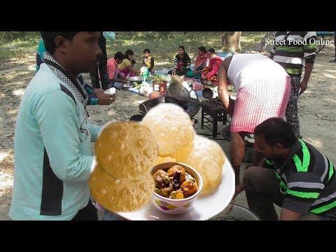 Luchi / Kachari & Potato Curry | Indian Villagers Enjoying Food at Mango Garden | Street Food Online