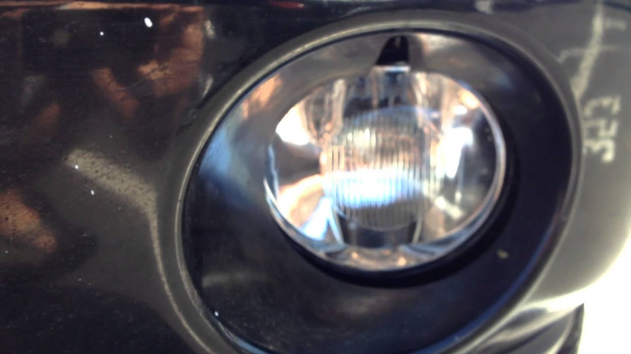 Changing A Fog Lamp On A 2004 Dodge Ram 1500 Youtube