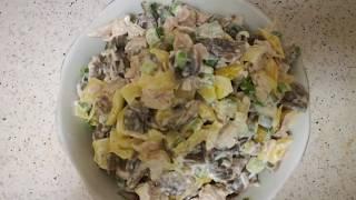 Салат с шампиньонами, курицей и сладким перцем