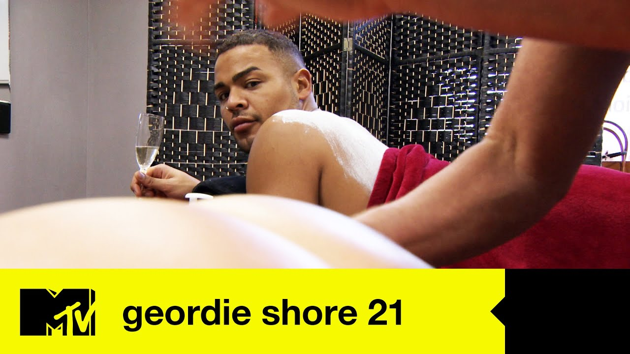 EP #2 FIRST LOOK: Nathan and Chloe's Cheeky Bum Rub Sesh | Geordie Shore 21