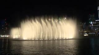Spectacle des fontaines de Dubaï au Burj Khalifa Lake 2