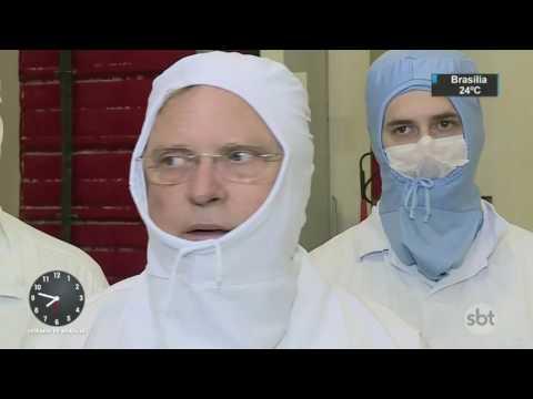 Ministro da Agricultura visita frigorífico investigado na Carne Fraca - SBT Brasil (21/03/17)