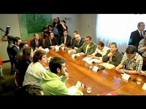 Chilean government and students meet