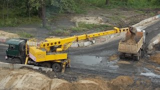 Tatra 815 UDS-114  loading MAZ truck(Tatra 815 UDS-114 telescopic excavator loading MAZ tipper truck Экскаватор-планировщик Татра 815 УДС-114 грузит самосвал МАЗ-551603 ▽▽▽▽▽▽., 2016-12-14T04:08:59.000Z)