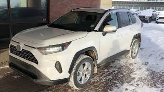 2019 Toyota Rav4 LE - review of features and full walk around.