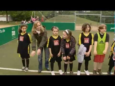 Laureus Sport for Good - Kicking Girls 1/2