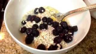 How To: Make Healthy Oatmeal, Blueberry Pancakes! (easy!)