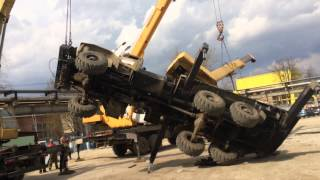 Два автокрана поднимают завалившийся автокран Урал, Калуга(, 2015-04-29T06:30:36.000Z)