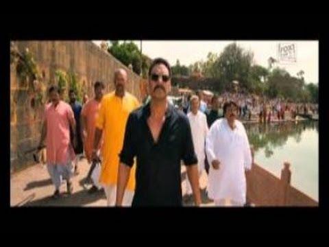 BOL BACHCHAN : Abhishek Bachchan saves a boy from drowning!