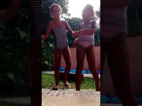 Desafio: Fale qualquer coisa,na piscina!!!Ft:Antonella