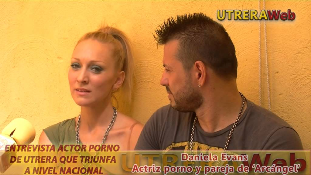 Daniela evans y arcangel fuck in the bar of sem 2015 - 2 part 4