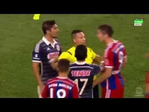 Robert Lewandowski Nervous Reaction vs Jair Pereira - FC Bayern München vs Chivas 2014 HD!