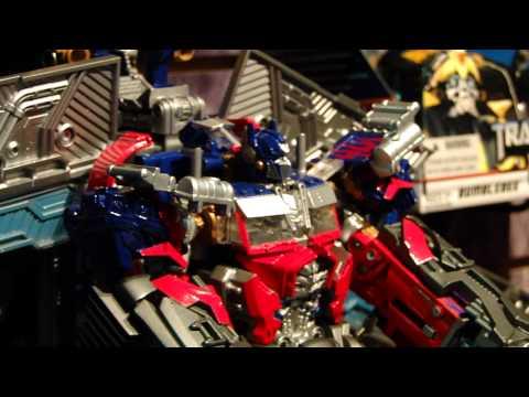 Seibertron.com Toy Fair 2011 Transformers 3 DotM Ultimate Optimus Prime