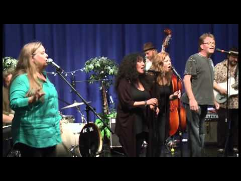 Tracy Nelson performs