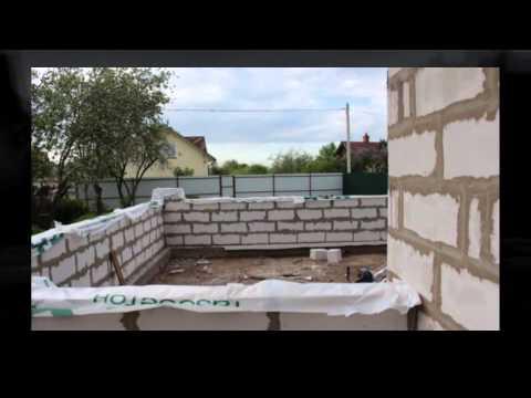 Кладка второго ряда, соединения стен пристройки и дома