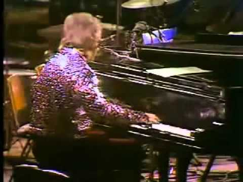 Rocket Man - Elton John 1972.wmv