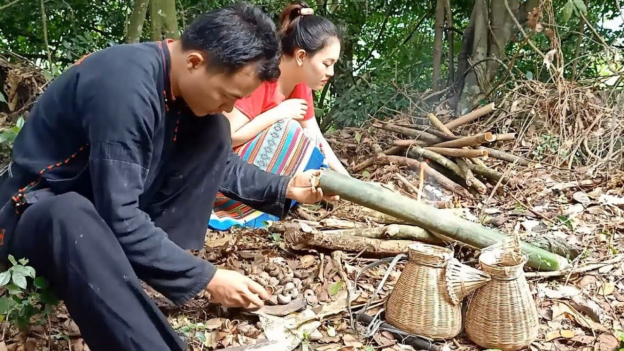 Primitive life - Wild Survival With Grilled Snail Dishes In Deep Forest