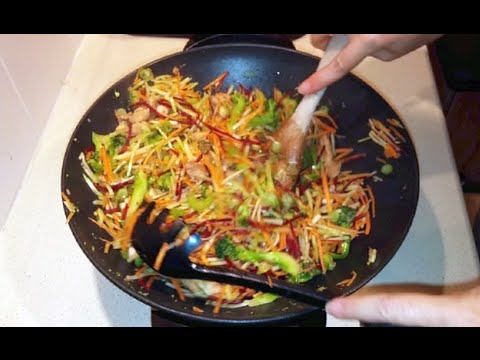 Easy low-carb Chicken Stir-Fry with Broccoli Slaw noodles