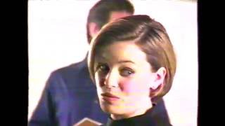 Advance White Baking Soda Tooth Paste commercial featuring Elizabeth Banks (1999)