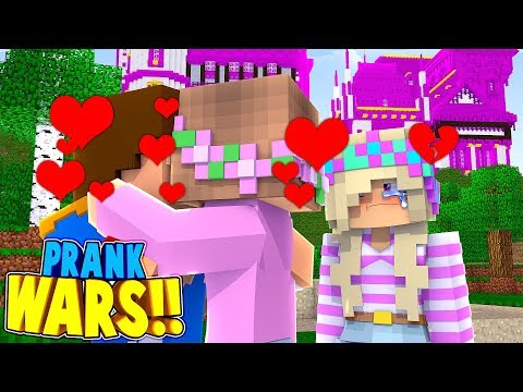 Minecraft PRANK WARS || LITTLE DONNY KISSES LITTLE KELLY!! (Minecraft Roleplay)