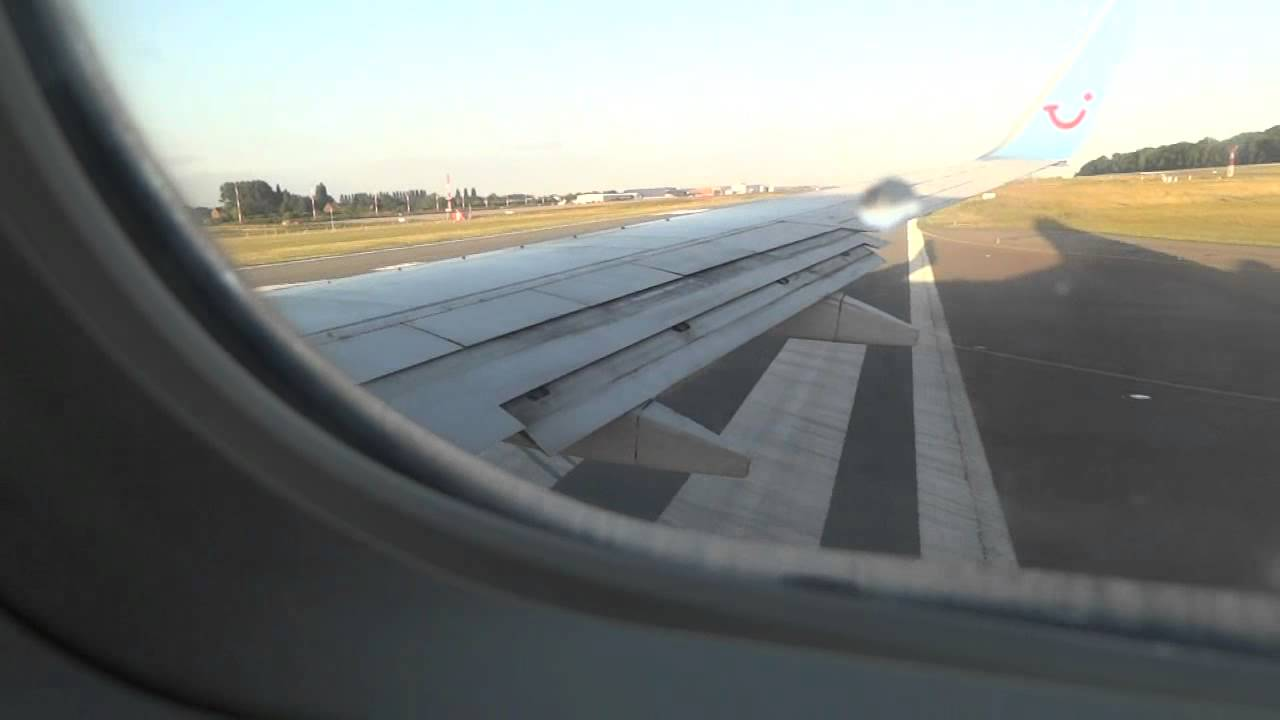 Jetairfly Boeing 737-800 taking off from Charleroi - YouTube