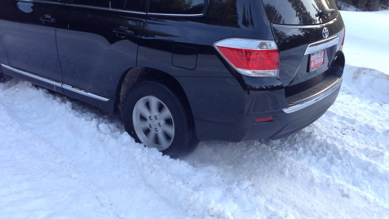 Toyota Highlander On Snow