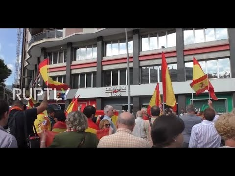Spain: Anti-independence protesters wave Spanish flags outside 'manipulative' Radio Catalunya HQ