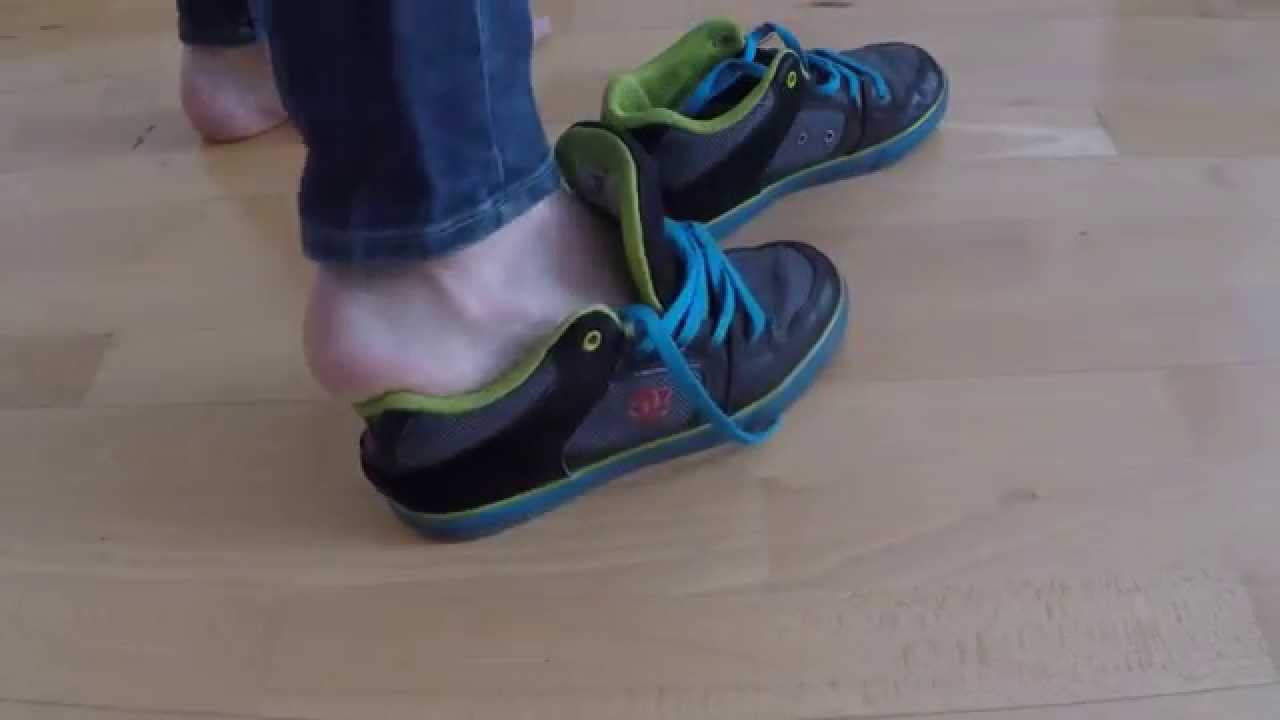 making too small DC shoes fit