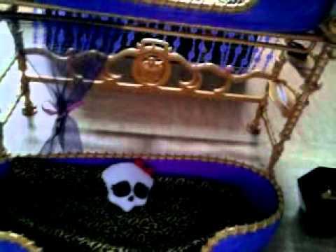 la pr sentation du lit de clawdeen wolf pyjama party dead tired youtube. Black Bedroom Furniture Sets. Home Design Ideas