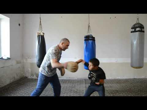 Тренировка на лапах Симон Симонян и тренер Геворг Саргсян