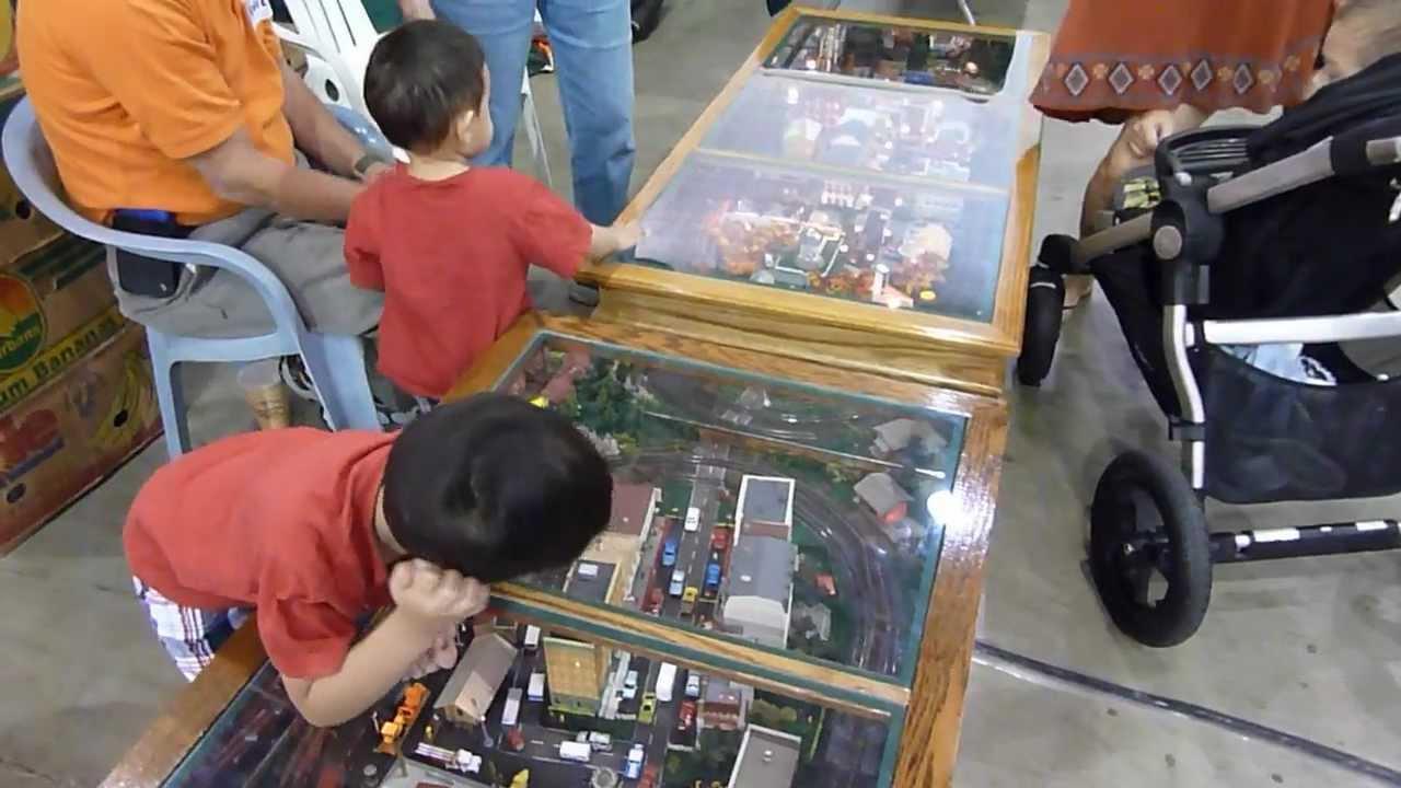 coffee table display - greenberg's model train show - youtube