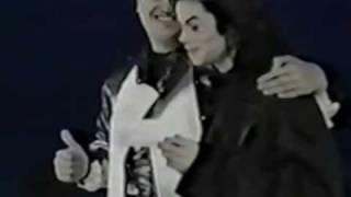 マイケルの変顔やインパクトのある表情を集めました。