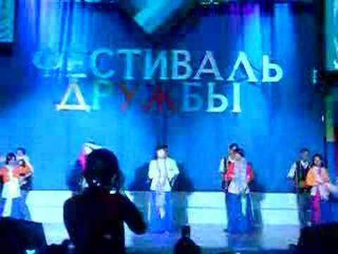 múa trống cơm festival trường dầu Gubkin moscow