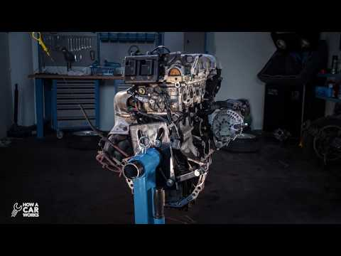 Amazing Engine Timelapse : Garage Nightshift