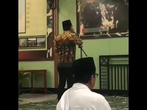 Merdunya Suara Pasha Ungu Saat Mengumandangkan Adzan
