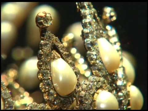 В Лондоне открылась крупнейшая выставка старинных украшений из жемчуга