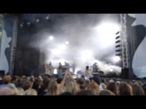 Robyn & La Bagatelle Magique - Love Is Free [feat. Maluca] (Popaganda - 2015-08-28)