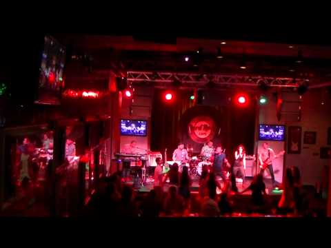 highway to hell acdc cover by ID TALENT BAND AT hard rock cafe macau