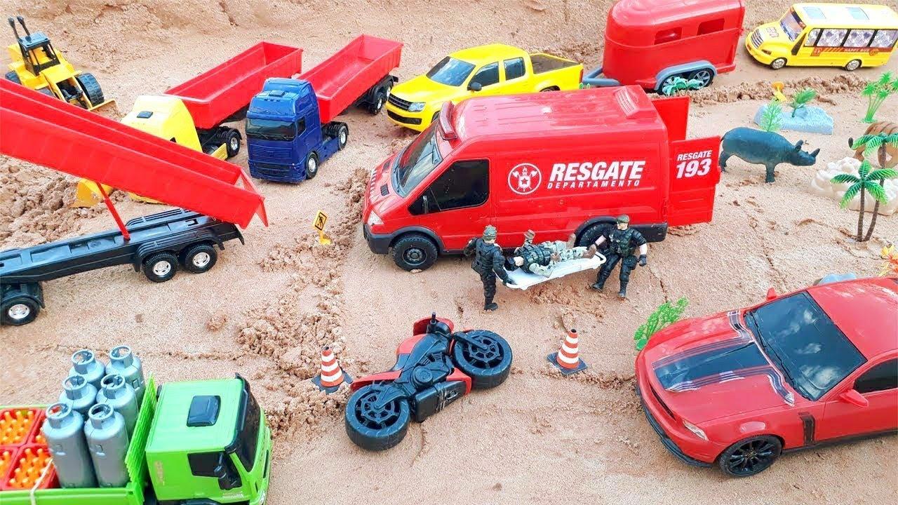 brinquedos, animais, caminhão, moto ,trator, ambulância , carreta